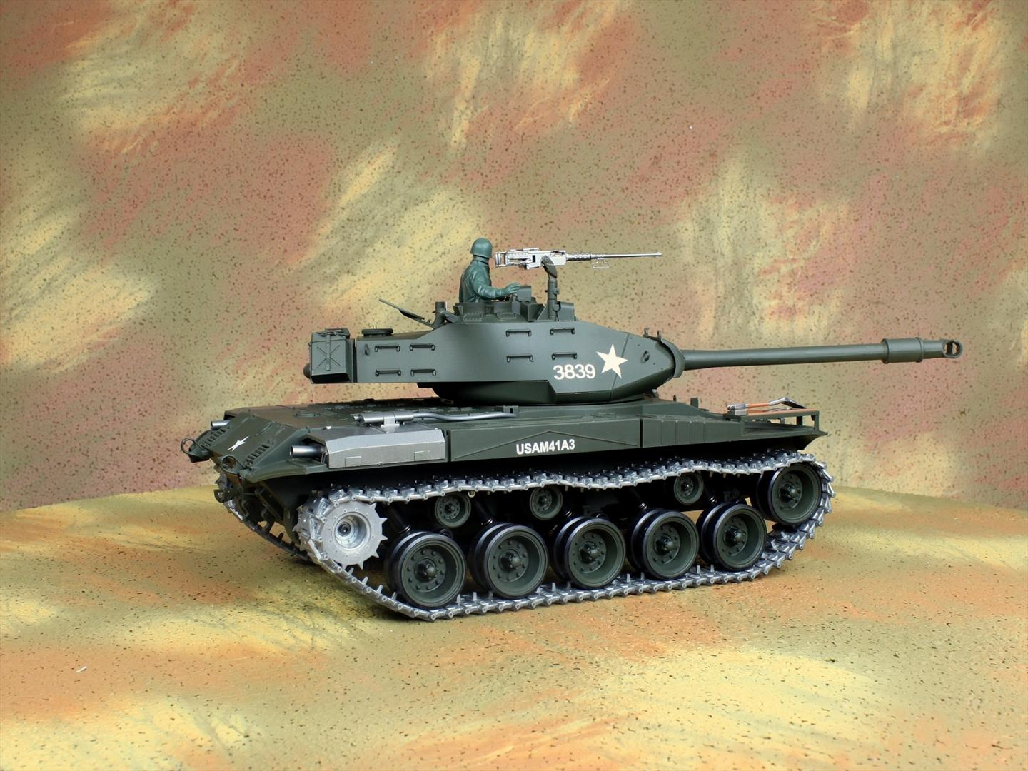 HENG-LONG Toys 3839 RC Scale Model Tank, WWII US M41A3 Walker Bulldog Remote Control Tank.