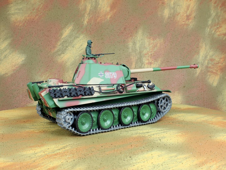 HENG-LONG Toys 3879 RC Scale Model Tank, World War II German Panther Type G Remote Control Tank.