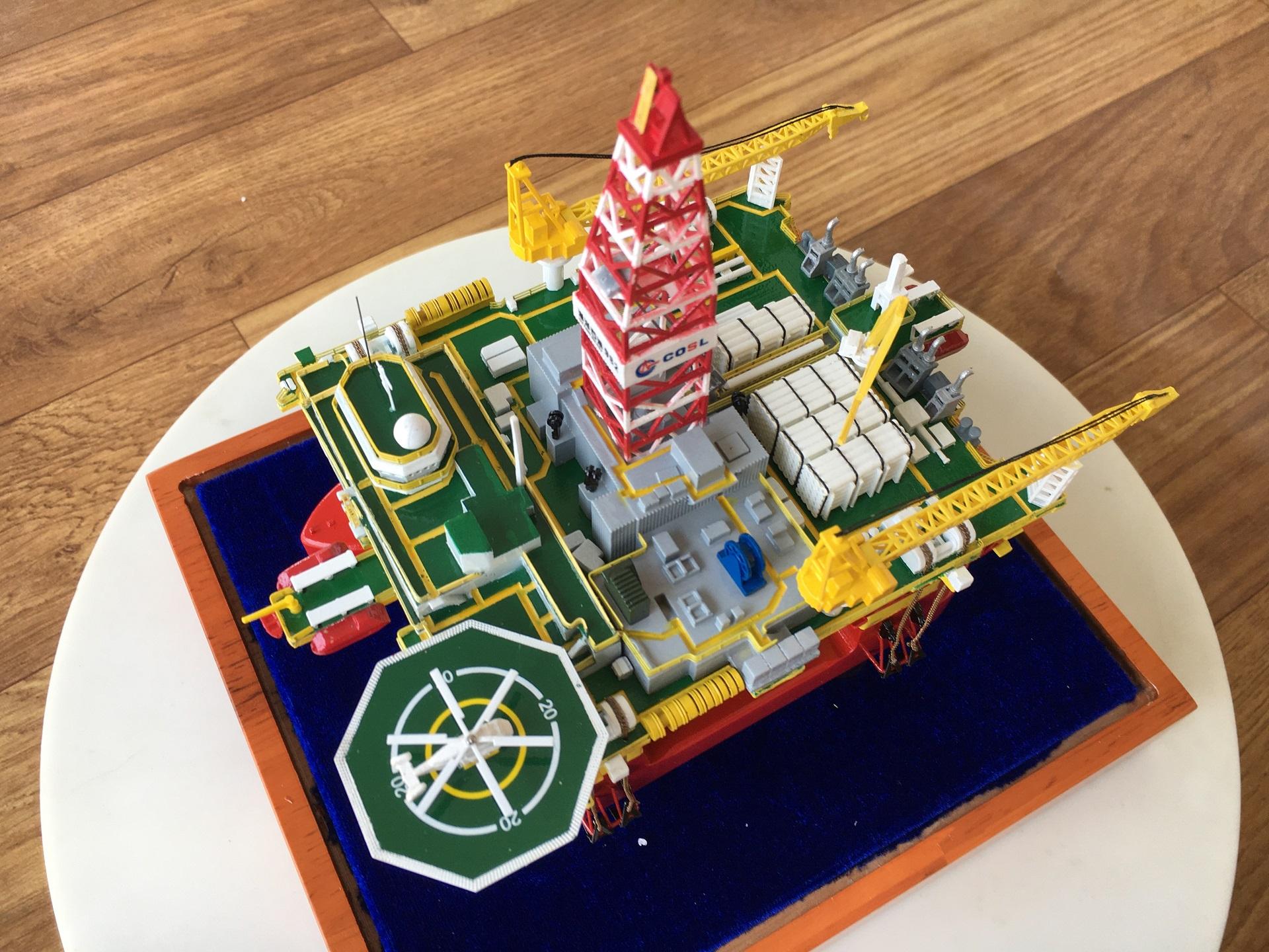 1/700 oil platform scale model, offshore platform Die-cast scale model, offshore drilling rig Diecast scale model, Hai Yang Shi You 982 Semi-Submersible Oil Platform Scale Model.
