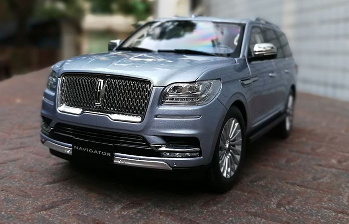 1:18 Scale Model Car, Lincoln Navigator 2018 2019 Diecast Scale Model.