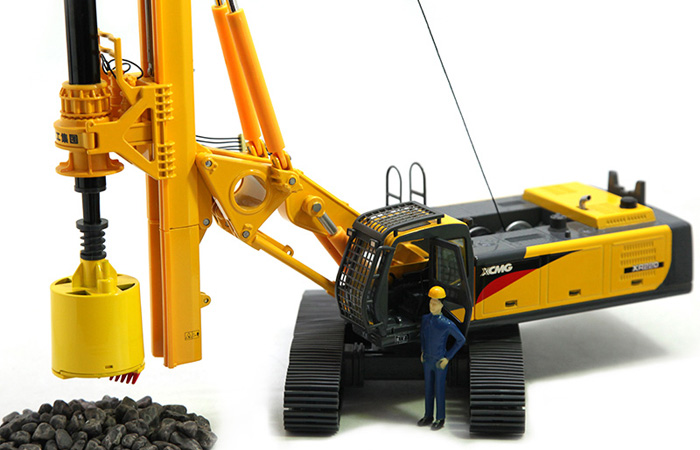 1/35 Scale Model XCMG XR220 Rotary Drilling Rig, Engineering machinery Diecast Model.