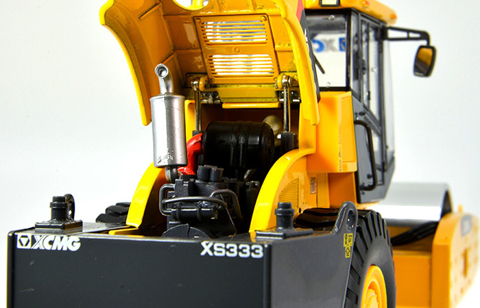 1/35 Scale Model XCMG XS333 Single Drum Roller Compactor Engineering machinery Diecast Model.
