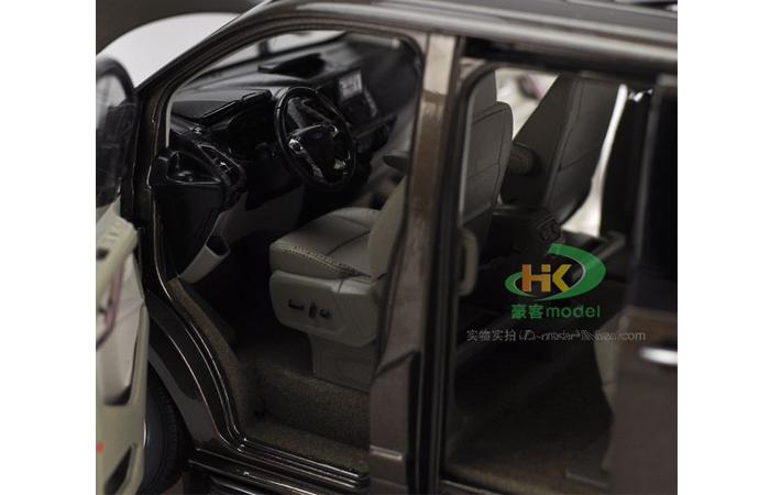 1/18 Scale Model Ford Tourneo Van Car Original Diecast Model online for sale.