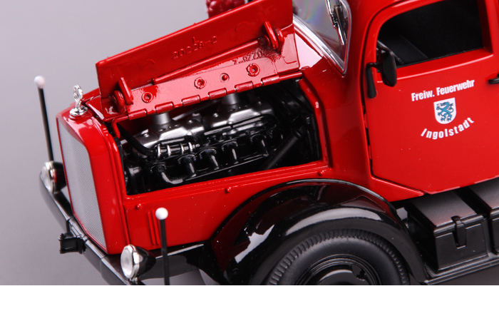 1/24 Scale Truck Diecast Model Lucky-Diecast 20228, 1944 MERCEDES BENZ L4500F Fire Engine Collection.