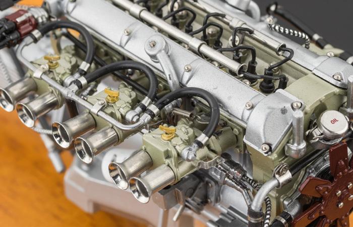 CMC M133 Die-Cast MOTORE 1:18 Scale Model, Aston Martin GT Zagato 1961 DB 4 GT Engine.