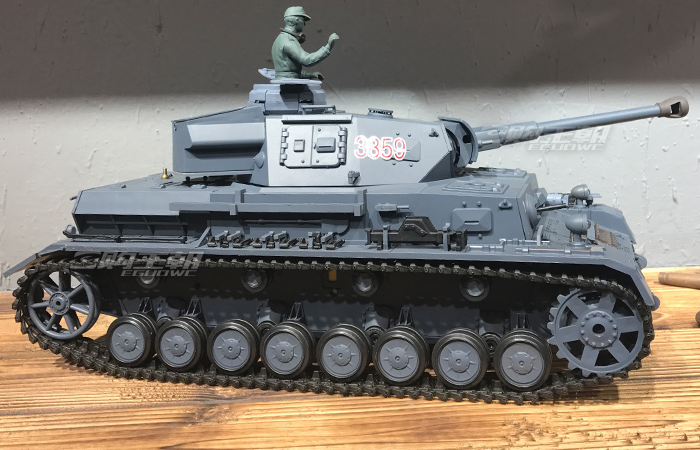 HENG-LONG Toys 3859 RC Scale Model Tank, World War II German Pzkpfw.IU Ausf.F2.Sd.Kfz.161/1  Remote Control Tank.