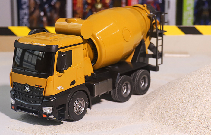 Remote Control Concrete Mixer Truck, Construction Machinery Scale Model, Electric RC Toy Car.