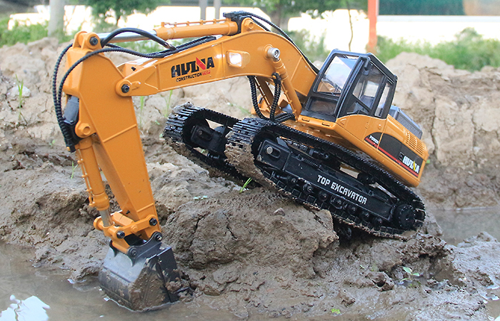Alloy Electric RC Excavator Scale Model, 2.4GHz Radio Remote Control 23 Channels.