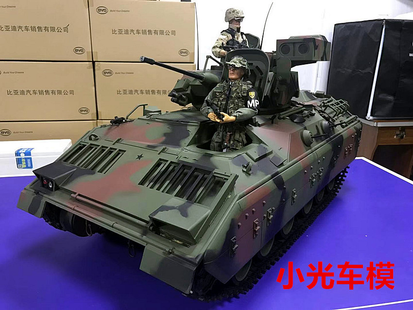 1/6 Huge Scale M2 Bradley Fighting Vehicle (BFV) Scale Mode, U.S. Army Bradley Armored Infantry Fighting Vehicle 1:6 Scale Mode.