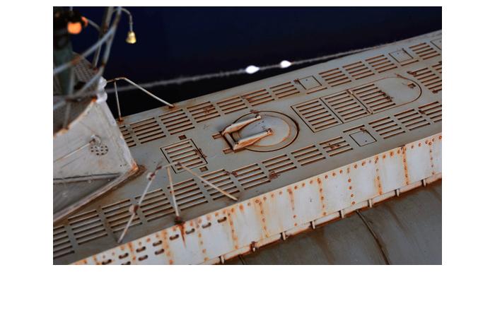 Trumpeter 06801 Plastic Scale Model Kits, WWII German Navy DKM U-Boat Type VIIC U-552.