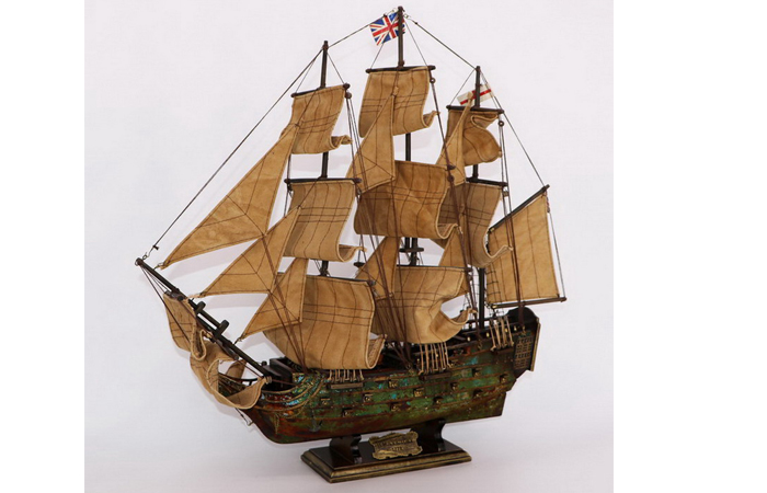 Wooden Scale Model Boat, British Royal Navy HMS VICTORY Sailing Ship Battleship Scale Model.
